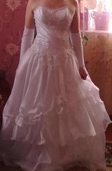 Продам свадебное платье,  46 размер,  состояни отличное.................